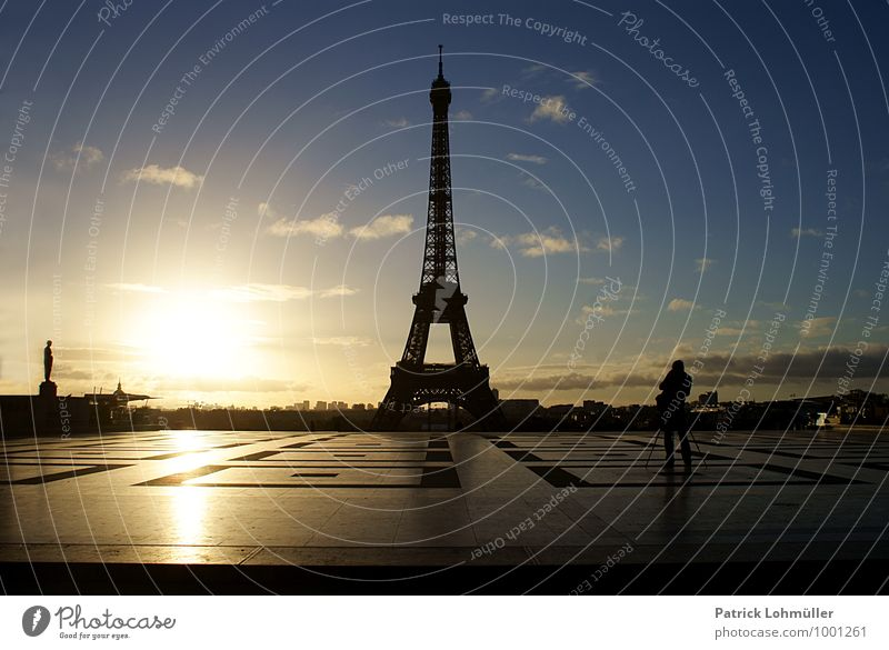 Sunrise at the Eiffel Tower Human being Man Adults 1 Artist Architecture Sky Beautiful weather Paris France Europe Capital city Downtown Places