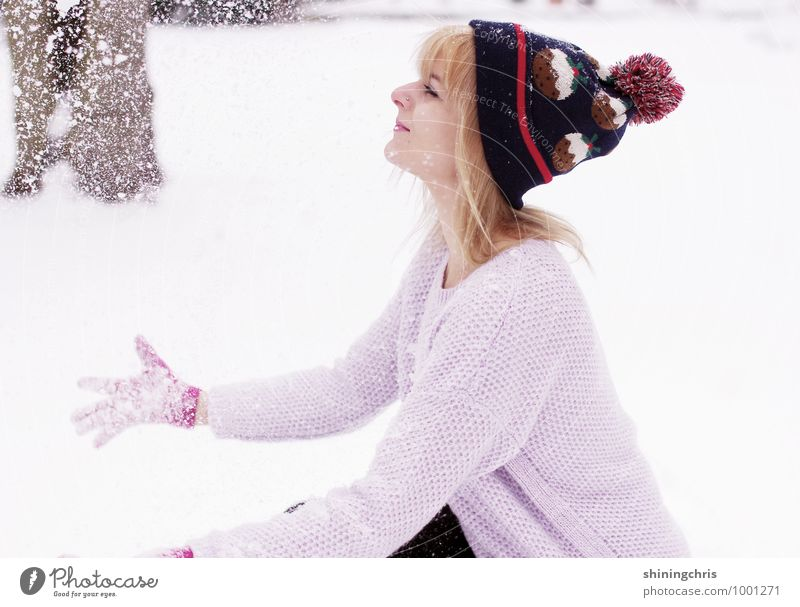 there's no fun like snow fun Joy Playing Snow Winter vacation Feminine Young woman Youth (Young adults) Hand 1 Human being 18 - 30 years Adults 30 - 45 years
