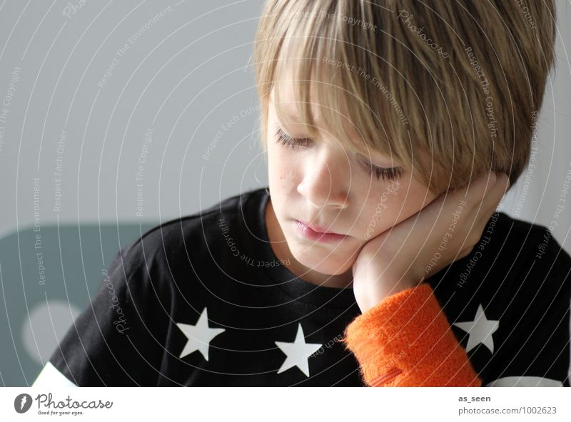 Think again ... Boy (child) Infancy Life 1 Human being 8 - 13 years Child Reading Fashion T-shirt sweatband Blonde Star (Symbol) Make Write Dream Authentic