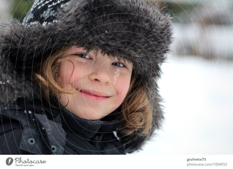 Human being Child White Winter Face Snow Boy (child) Gray Happy Hair and hairstyles Head Fashion Masculine Blonde Infancy Smiling