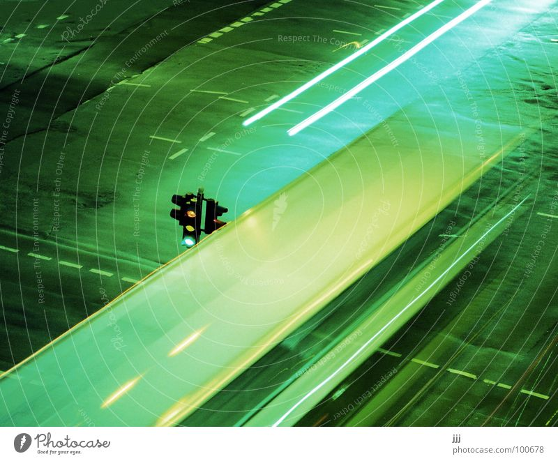 öpnv colossus rolls on Transport Public transit Traffic light Green Night vision device Driving Oncoming traffic Tar Tracer path Colossus Large Long exposure