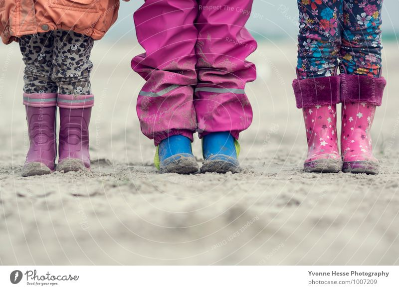 """Many feet, many personalities. Child Friendship Infancy Feet 3 Human being 1 - 3 years Toddler 3 - 8 years Nature Sand North Sea Rubber boots Authentic"