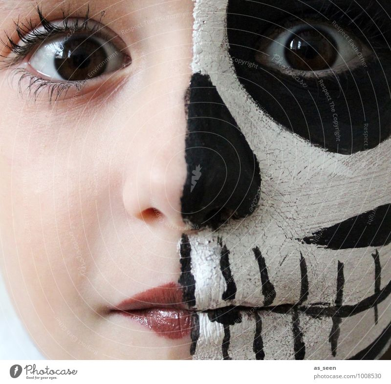 Dead or Alive Carnival Hallowe'en Parenting Feminine Girl Infancy Life Face Eyes 1 Human being 8 - 13 years Child Stage play Actor Skeleton Death Esthetic