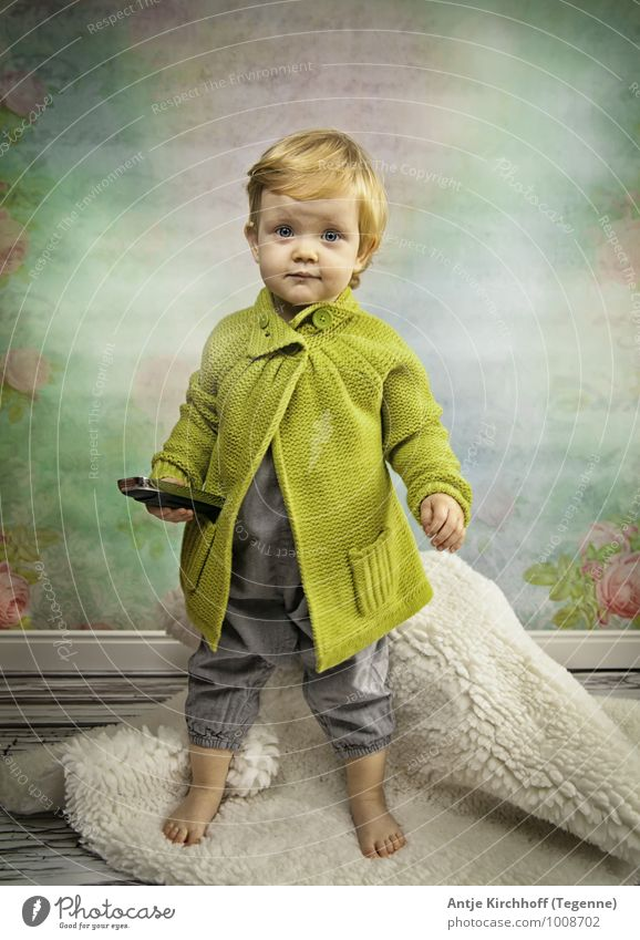 Human being Child Blue Green Girl Feminine Playing Pink Stand Toddler To call someone (telephone) Sister 1 - 3 years
