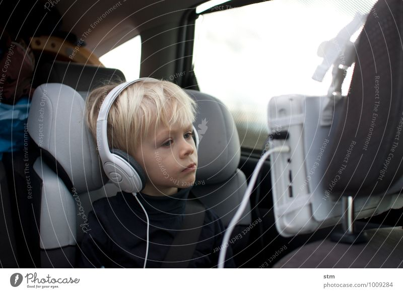 Thoughtful Television drive-in Car Screen Headphones Child Toddler Boy (child) Family & Relations Infancy Life 1 Human being 1 - 3 years 3 - 8 years Transport