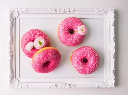 Pink donut and daisy on white tray Food Cake Candy Nutrition Diet Style Design Flat (apartment) Garden Decoration Kitchen Feasts & Celebrations Spring Flower