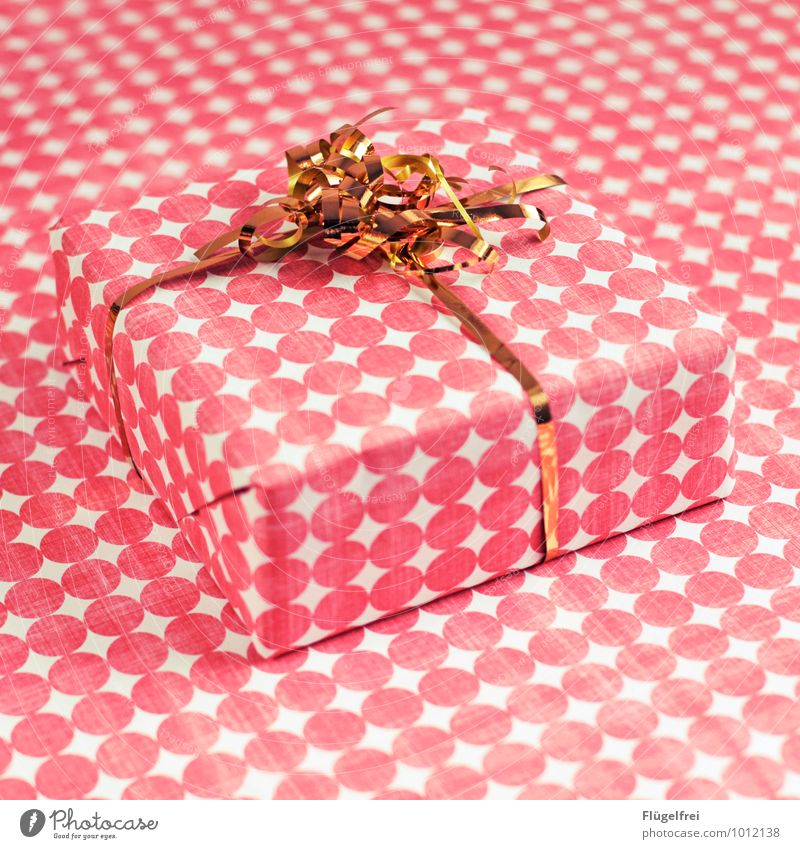 Hide Gifts 2 Christmas & Advent Kitsch Gift wrapping Gold Pink Packaged Birthday Anticipation disguised Point Pattern Packaging Illusion Colour photo
