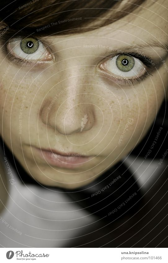Woman Youth (Young adults) Green Face Adults Eyes Mouth Skin Young woman Circle Brunette Make-up Freckles Fix