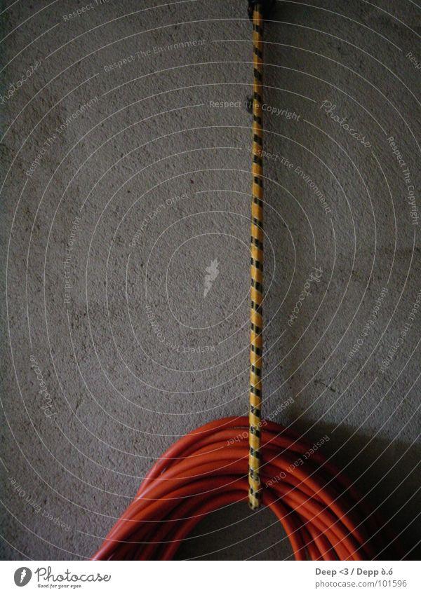 Hang UP ! Hose Dark Garage Striped Concrete Elastic Checkmark Black Yellow Craft (trade) Orange Elastic band String