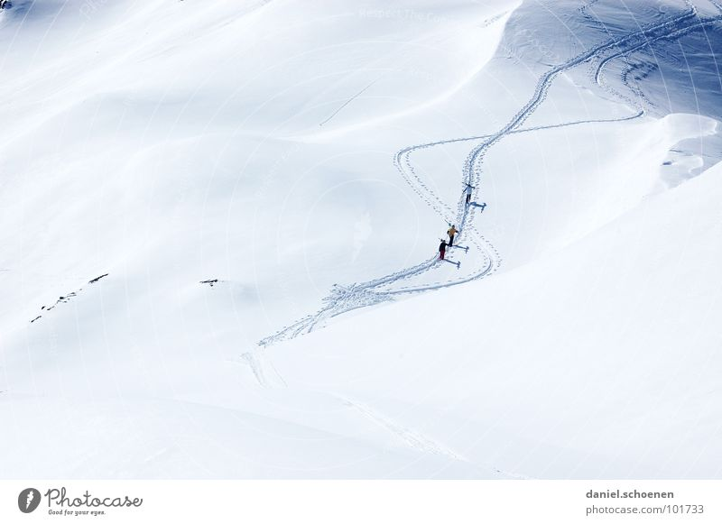 White Far-off places Winter Mountain Snow Background picture Sports Playing Bright Weather Hiking Peak Alps Skiing Tracks Brave