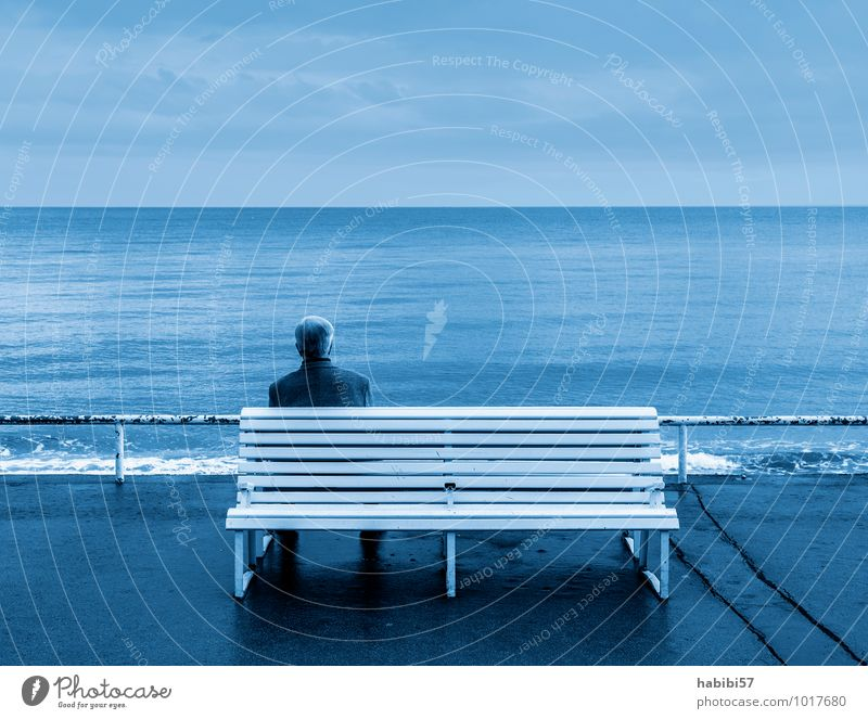 The width Masculine Man Adults Life 1 Human being 45 - 60 years Water Sky Clouds Coast Observe Relaxation To enjoy Cold Blue Peaceful Calm Sadness Longing