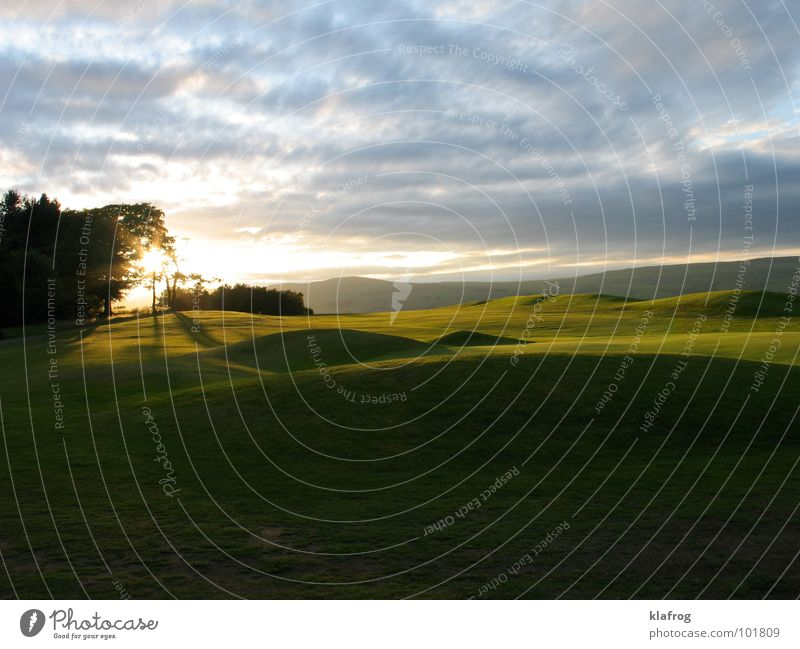 Calm Playing Grass Garden Park Moody Lawn Golf Dusk Golf course The Shire Foliage plant Dugout Celestial bodies and the universe Lawnmower Summer evening