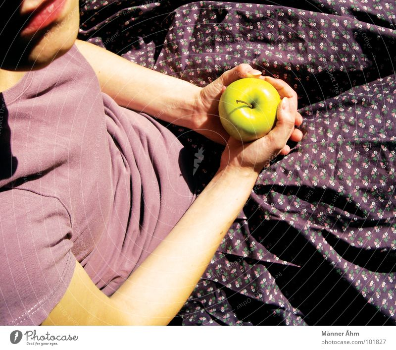 Shall I? Girl Flower T-shirt Violet Hesitate Ask Summer To enjoy Think Hand Woman Fruit Apple Nutrition bite into the question doubt To hold on Arm Mouth Eating