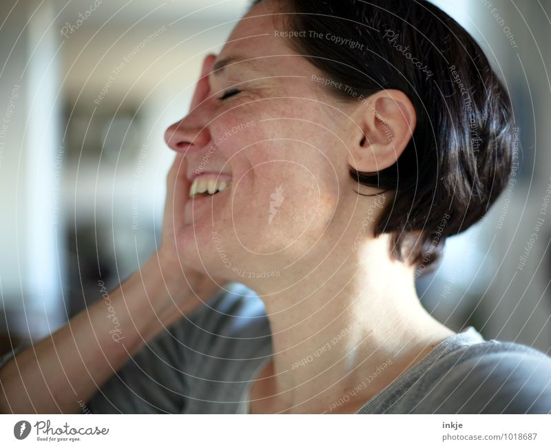 laughing woman Lifestyle Style Joy Leisure and hobbies Woman Adults Head Face 1 Human being 30 - 45 years Black-haired Short-haired Smiling Laughter