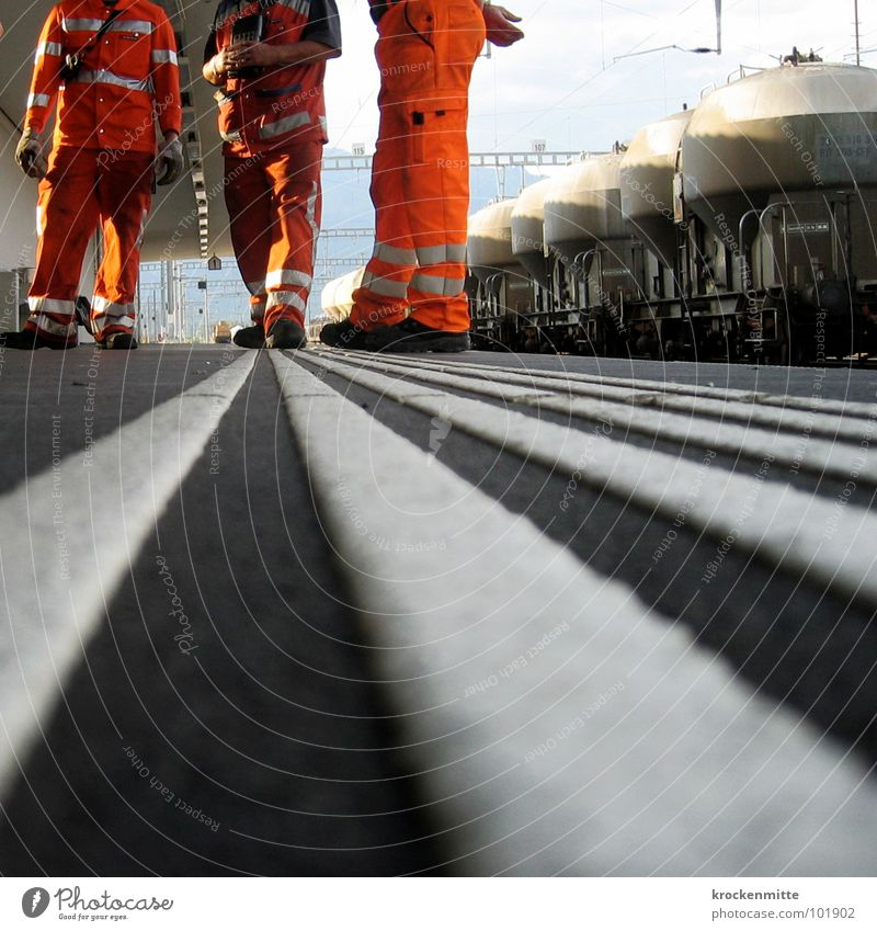 Man To talk Orange Truck Transport Railroad Clothing Logistics Break Floor covering Stripe Train station Employees & Colleagues Working man Striped Protection