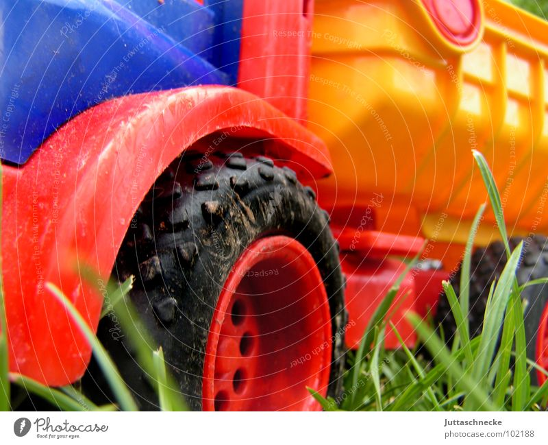 truck Truck Multicoloured Toys Playing Red Yellow Meadow Sand toys Sandpit Force Carriage Joy Power play Blue Wheel wheels child children plastic Juttas snail