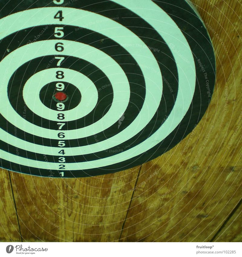 more accurate? Wood Heavy Target Black Red Circle Round Dark White Hypnotic Drowsy Reach Speed Aggression Darts Leisure and hobbies Door Bright Wood grain Farm