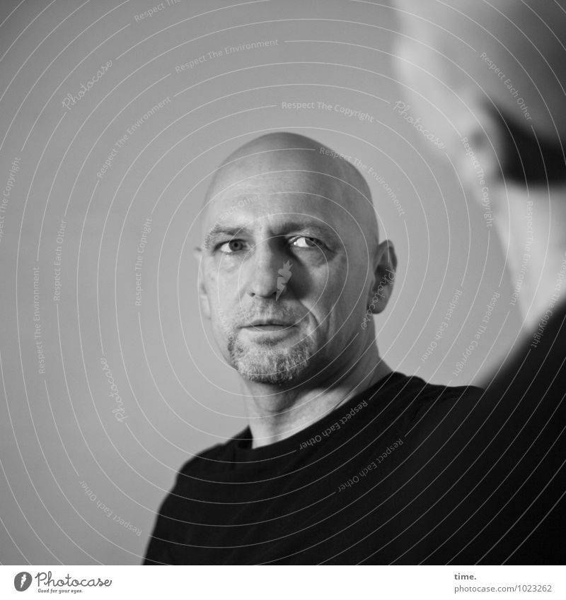 . Masculine Man Adults 1 Human being Sweater Bald or shaved head Facial hair Observe Looking Wait Cold Self-confident Cool (slang) Willpower Watchfulness
