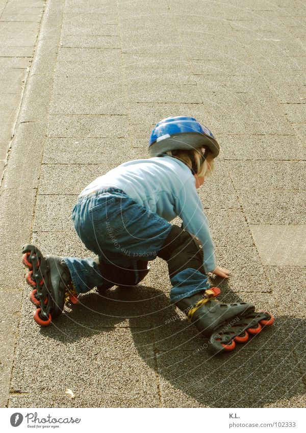 blade b Rollerskating Roller skates Straddle To fall Practice Playing Child Action Sidewalk Ambitious Slip all beginnings are difficult Study Joy Street Shadow