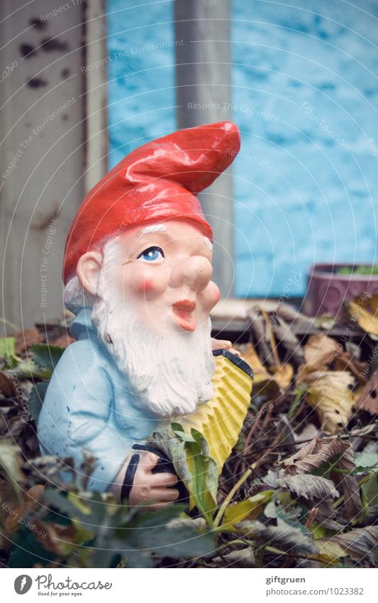 Leaf Garden Germany Decoration Kitsch Facial hair Sculpture Old fashioned Petit bourgeois Dwarf Staid Obstinate Garden gnome Meticulous Santa Claus hat