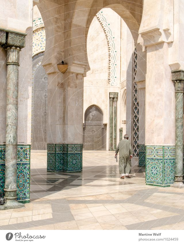 Hassan II? Human being Masculine Man Adults Male senior Senior citizen 1 Casablanca Morocco Africa Town Port City Mosque Religion and faith Mosque Hassan II.