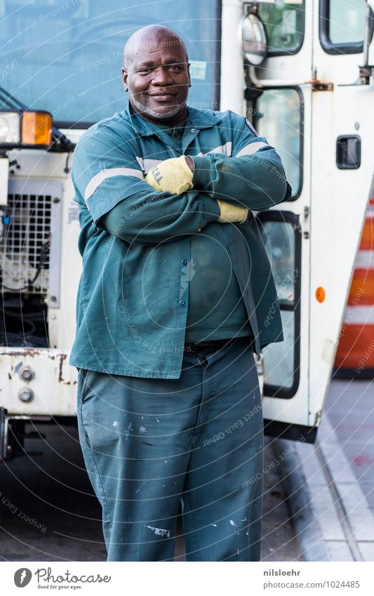 best man in nyc Work and employment Dustman Human being Masculine 1 45 - 60 years Adults Town Truck Cool (slang) Green White Self-confident Optimism Authentic