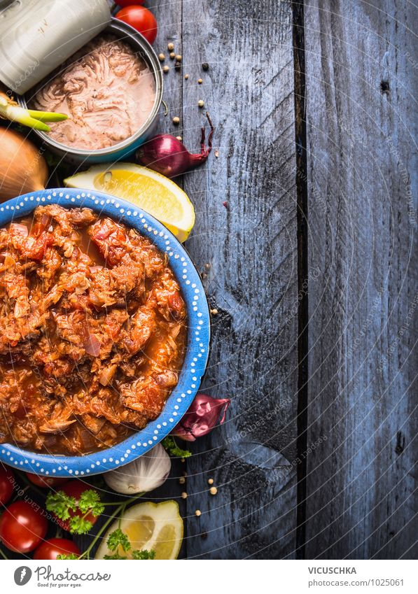 Tuna Tomato Sauce Ingredients Food Fish Vegetable Herbs and spices Cooking oil Nutrition Lunch Banquet Organic produce Vegetarian diet Diet Italian Food Bowl