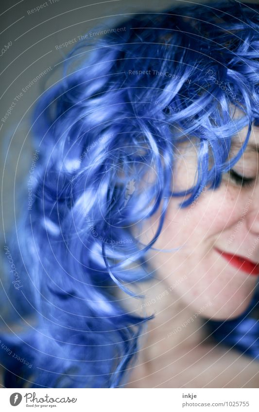 Blue wave Lifestyle Joy Leisure and hobbies Party Flirt Carnival Woman Adults Hair and hairstyles Face 1 Human being 30 - 45 years Long-haired Curl Wig Smiling