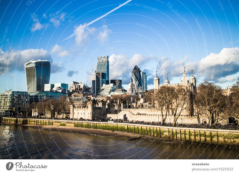 London Town Capital city Modern Tower of London High-rise Themse Colour photo Exterior shot Copy Space top Copy Space bottom Day Deep depth of field Long shot
