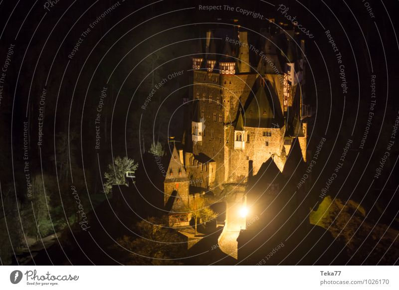 Castle Eltz II Winter Nature Federal eagle Palace Ruin Manmade structures Building Architecture Air Traffic Control Tower Adventure Loneliness Uniqueness Eifel