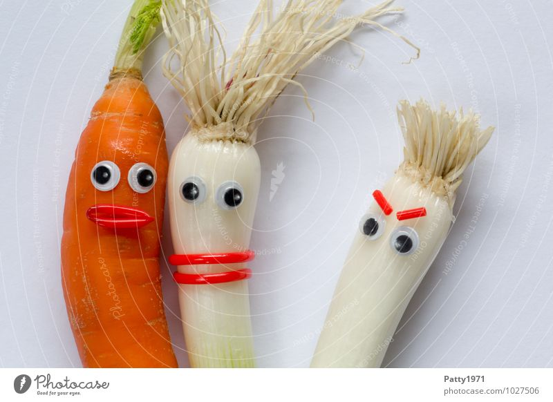 Vegetables with googly eyes stuck on them depicts a jealousy scene Carrot Shallot Onion Observe Sympathy Together Love Jealousy Anger Aggravation Colour photo