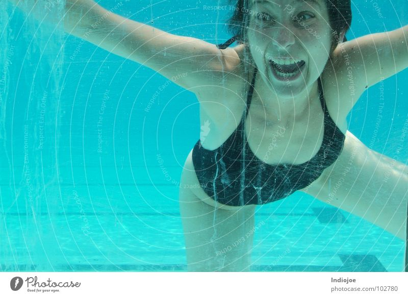 Lucy ...I´m home Swimming pool Express train Ecuador Water Scream freeze guayaquil swim