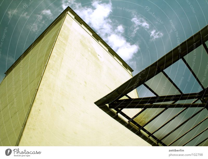 landscape Roof Glass roof House (Residential Structure) Depot Wall (building) Wall (barrier) Vertical Ambitious Worm's-eye view Clouds Architecture Sky Industry