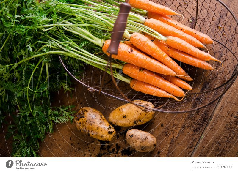Garden vegetables 4 Food Vegetable Eating Organic produce Vegetarian diet Diet Healthy Healthy Eating Earth Fresh Natural Potatoes Carrot Wooden table