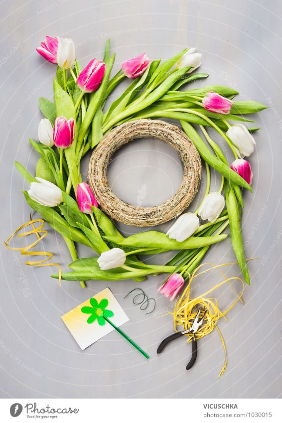 Making a spring wreath with tulips Style Design Summer House (Residential Structure) Garden Decoration Feasts & Celebrations Nature Plant Spring Flower Tulip