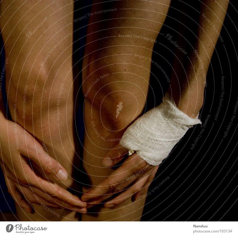 Hand Playing Skin Dangerous Broken Threat Pain Thumb Feeble Knee Graceful Damage Martial arts Healing Bandage