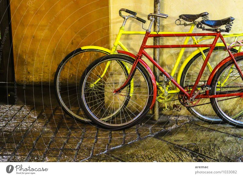 TWO-WHEELER Sports Bicycle Town Wall (barrier) Wall (building) Facade Transport Means of transport Cycling Street Driving Old Athletic Yellow Red Vintage