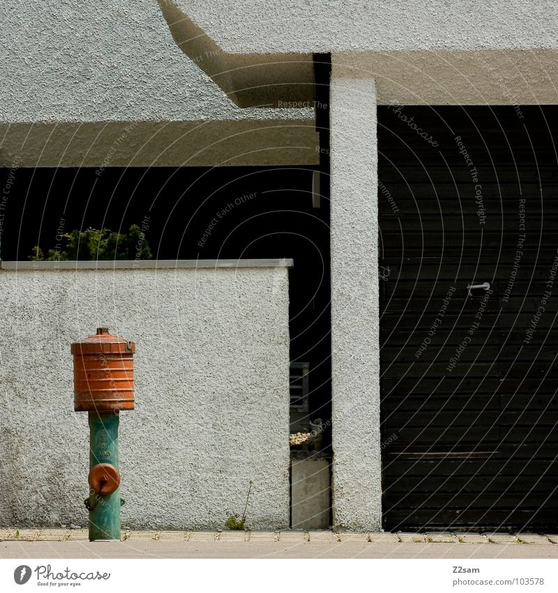 Water Old Green City Red Wall (building) Grass Wall (barrier) Together Orange Architecture Floor covering Simple Construction site Manmade structures Pole