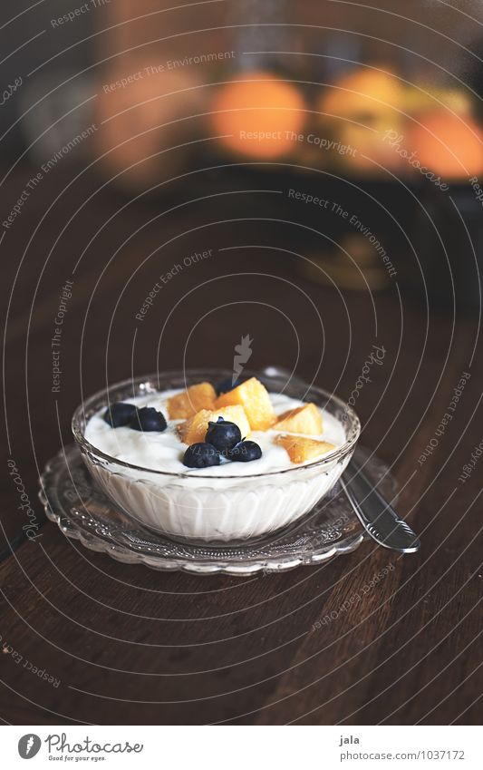 fruit quark Food Yoghurt Dairy Products Fruit Skimmed milk Nutrition Breakfast Organic produce Vegetarian diet Plate Bowl Spoon Healthy Eating Fresh Delicious