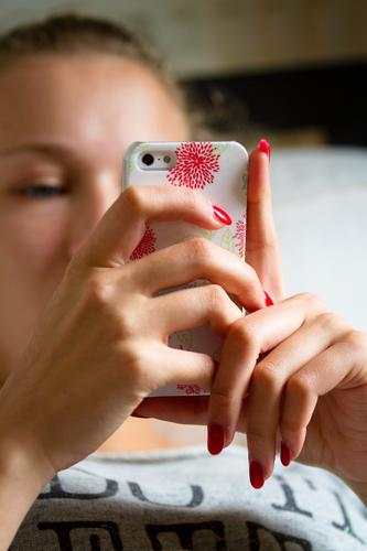 mass phenomenon Lifestyle Nail polish Cellphone PDA Entertainment electronics Telecommunications Young woman Youth (Young adults) Head Hand 1 Human being