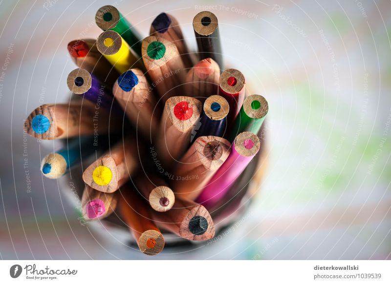 Pins II Stationery Paper Pen Draw Crayon Multicoloured Colour photo Copy Space right Shallow depth of field