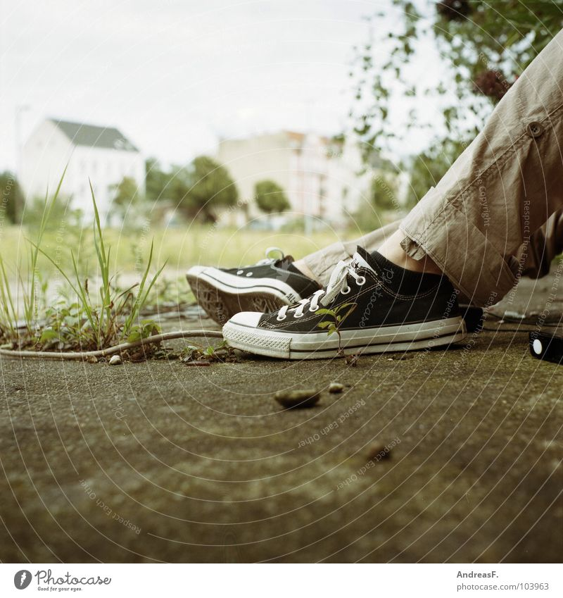 Youth (Young adults) Loneliness Feet Footwear Legs Wait Concrete Clothing Sit Floor covering Boredom Chucks Sneakers Ghetto Medium format