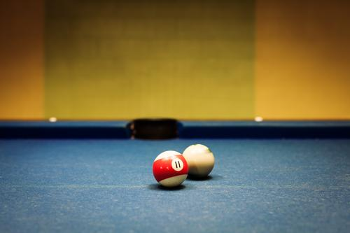 Friday night Lifestyle Leisure and hobbies Playing Pool (game) Room Night life Going out Digits and numbers Sphere Movement Dark Multicoloured Joy Calm Accuracy