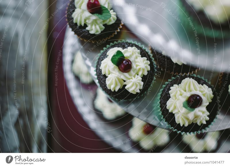 cupcake? Joy Style Happy Eating Feasts & Celebrations Moody Food Bright Lifestyle Leisure and hobbies Design Elegant Success Nutrition Simple Adventure