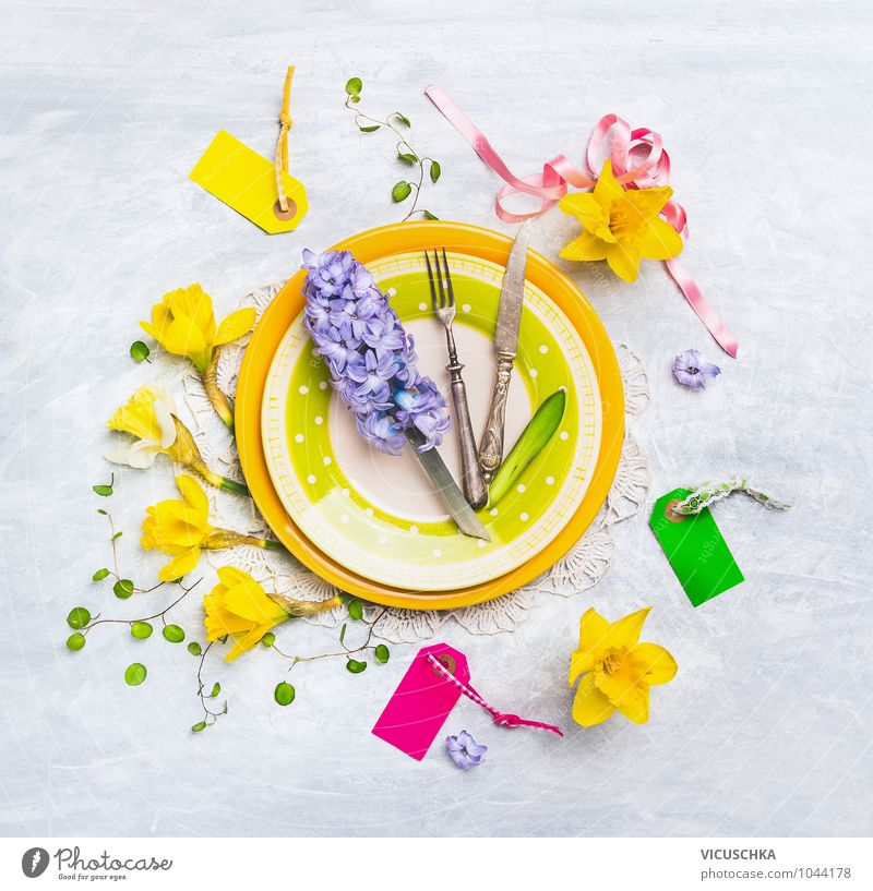 Plate with spring flowers decoration Nutrition Banquet Crockery Knives Fork Lifestyle Style Design Leisure and hobbies Flat (apartment) Arrange Interior design
