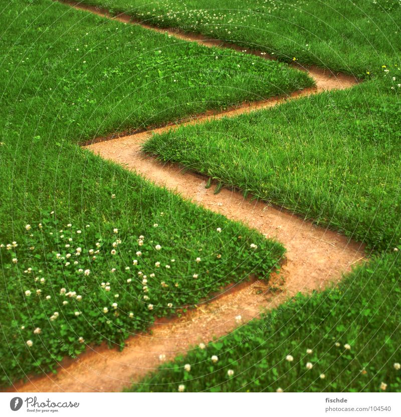 3 2 Grass Sharp-edged Zigzag Alternating Detail Lawn Lanes & trails Daisy Numbers enumerate number three Sand Gravel