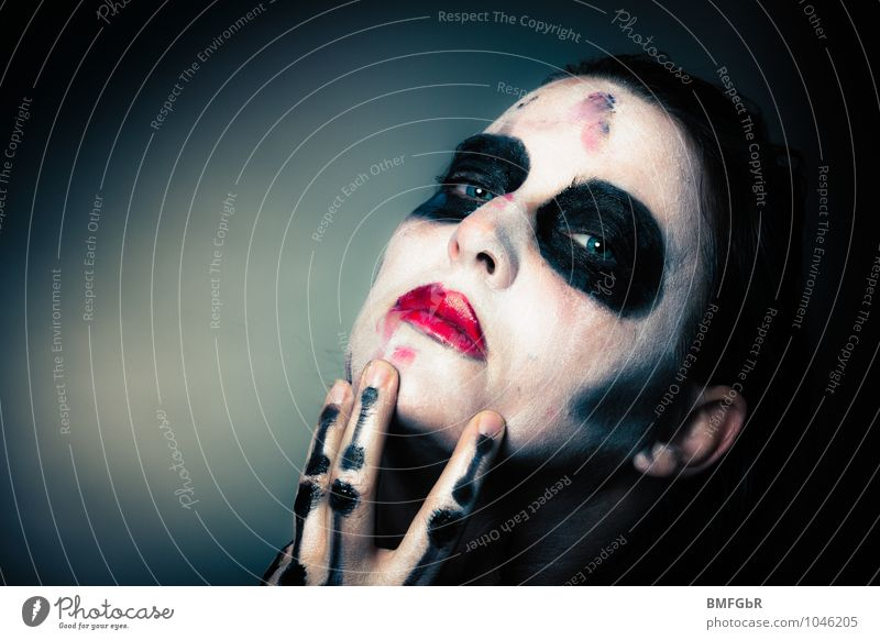 Dirty Death Make-up Hallowe'en Woman Adults Face Eyes Hand Fingers 1 Human being Creepy Emotions Vice Might Passion Eroticism Desire Lust Sex Lovesickness Pain