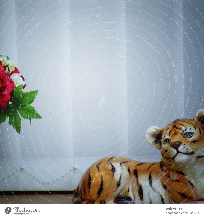 mélancolie de porcelaine Daydream Tiger Window board Silk flower Think Thought Shutter Venetian blinds Obscure Grief Distress Beautiful windowsill silk flowers