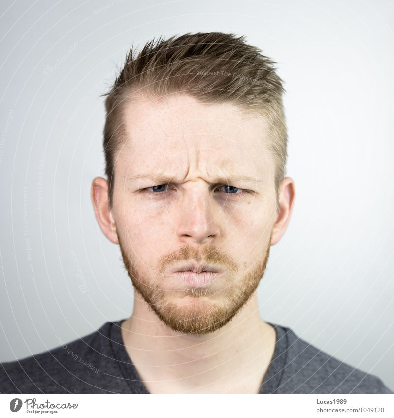 Human being Youth (Young adults) Man Young man 18 - 30 years Adults Face Emotions Hair and hairstyles Head Masculine Blonde Threat T-shirt Anger Facial hair