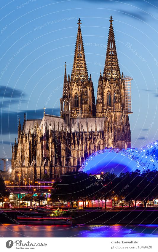 Dom is always beautiful... Church Dome Tourist Attraction Famousness Cologne Cologne Cathedral Colour photo Exterior shot Evening Twilight Deep depth of field